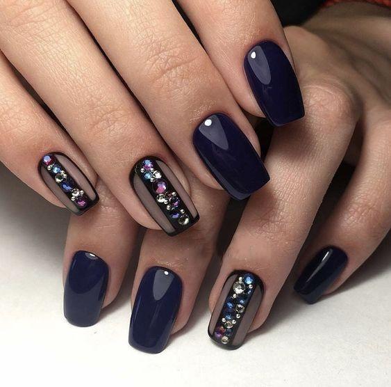 Granatowe paznokcie z cyrkoniami