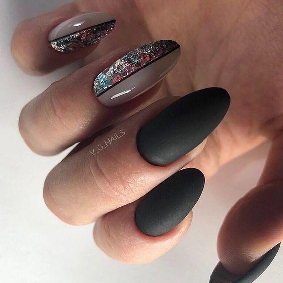 Matowe paznokcie w ciemnej tonacji