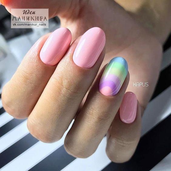 Różowe paznokcie z wzorkiem