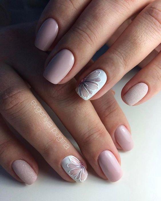 Delikatne paznokcie z wzorkami