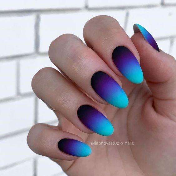Granatowe paznokcie z ombre