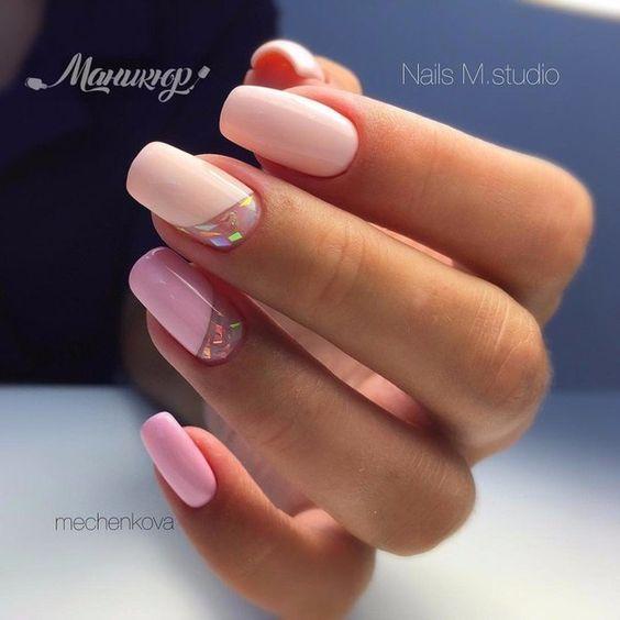 Jasny manicure z wzorkiem