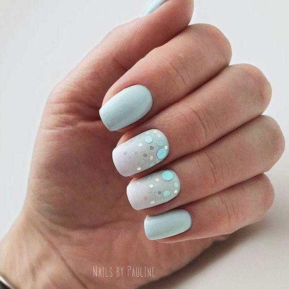 Krótki pastelowy manicure