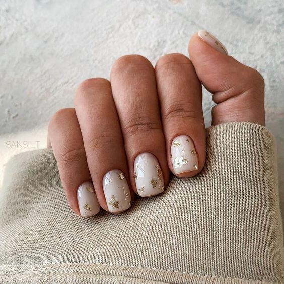Mleczne paznokcie z wzorkami