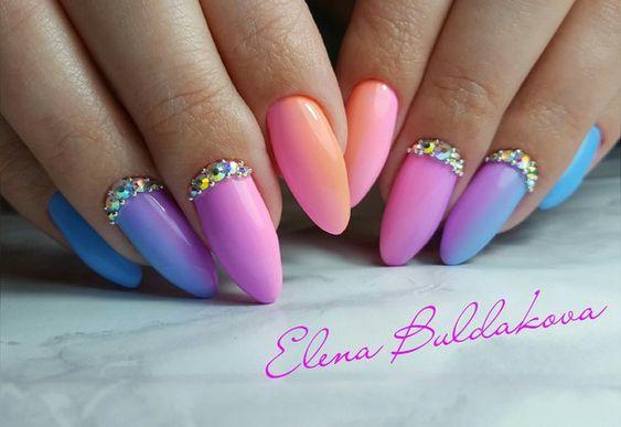 Niebieskie paznokcie z ombre