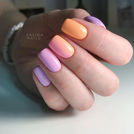 Pomarańczowo różowe paznokcie z ombre