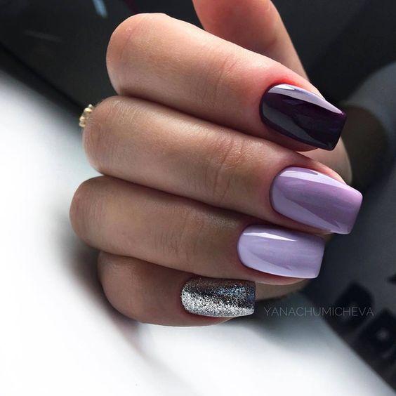 Lawendowe paznokcie z brokatem