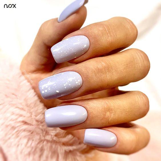 Lawendowe paznokcie z kropkami