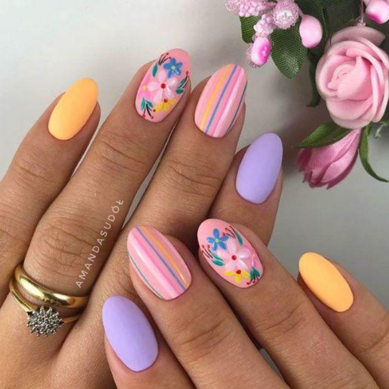Lawendowy manicure z wzorkami