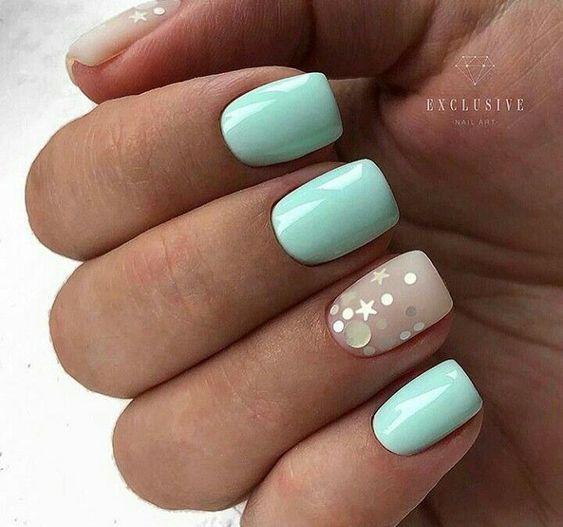 Miętowe paznokcie z naklejkami