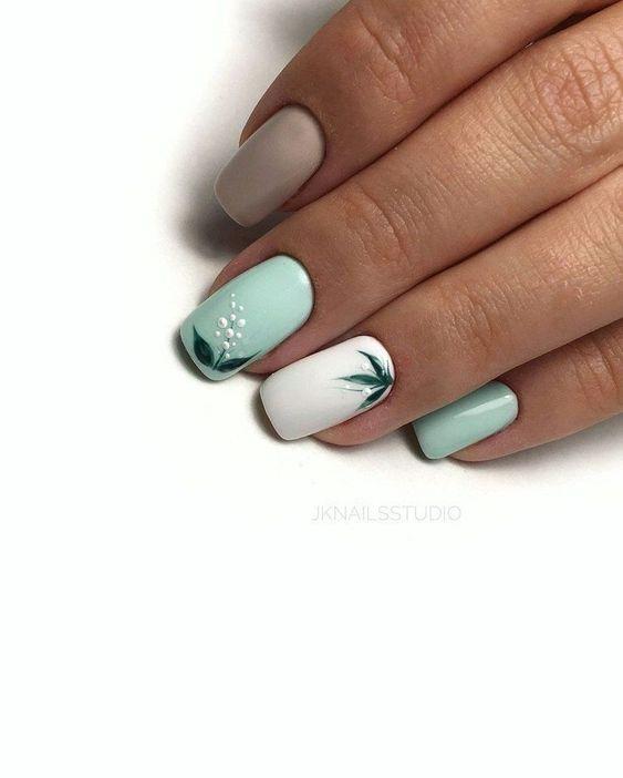 Miętowe paznokcie z wzorkami