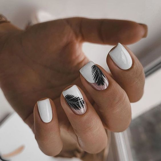 Biały manicure na lato