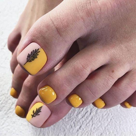 Eleganckie paznokcie u stóp na lato