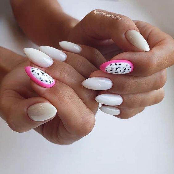 Jasny manicure na lato