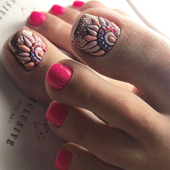 Malinowe paznokcie u stóp na lato