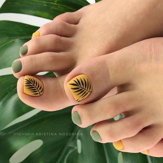 Matowe paznokcie u stóp na lato