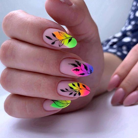Matowe paznokcie z wzorkami na lato