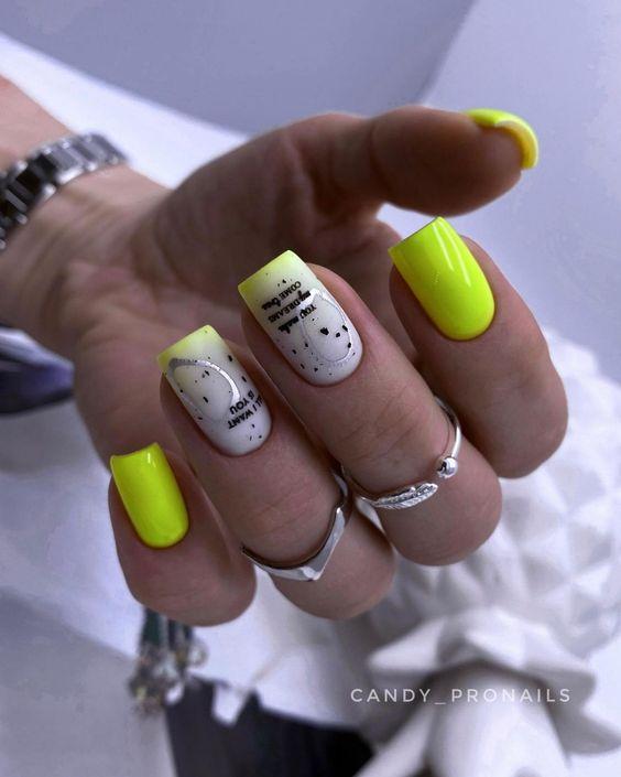 Neonowy manicure na wakacje