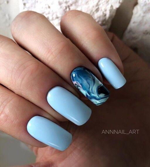 Niebieski manicure na lato