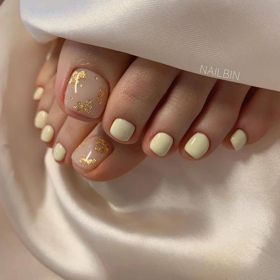 Pastelowe paznokcie u stóp na lato