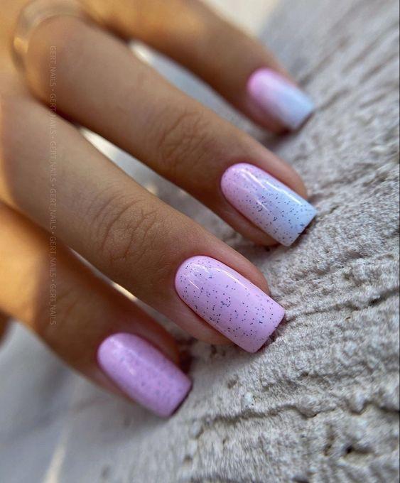 Pastelowy manicure na lato