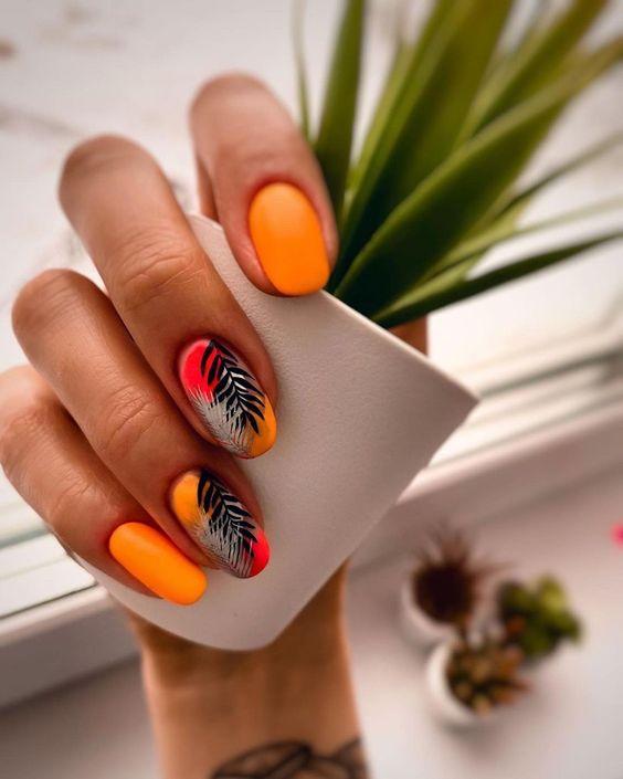 Pomarańczowy manicure na lato