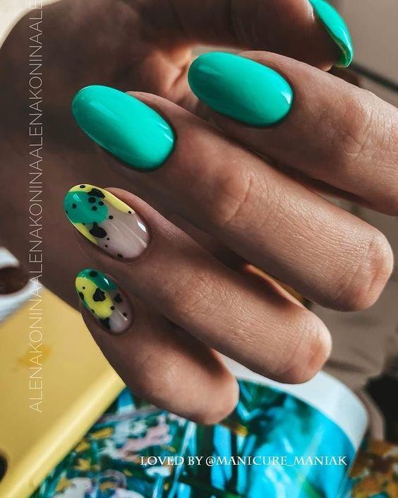Turkusowy manicure na lato