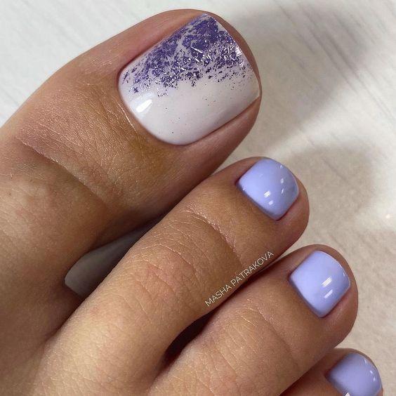 Wrzosowe paznokcie u stóp na lato