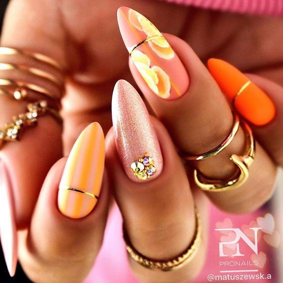 Pomarańczowe paznokcie z brokatem