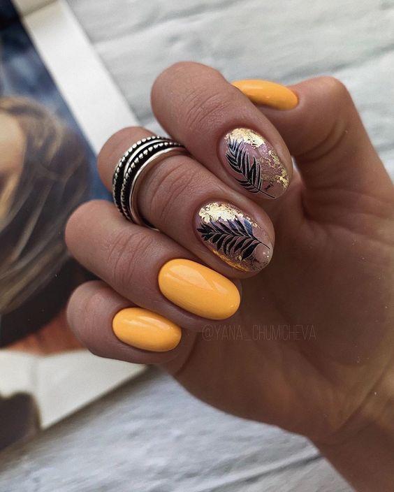 Pomarańczowe paznokcie z folią transferową