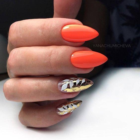 Pomarańczowo złote paznokcie