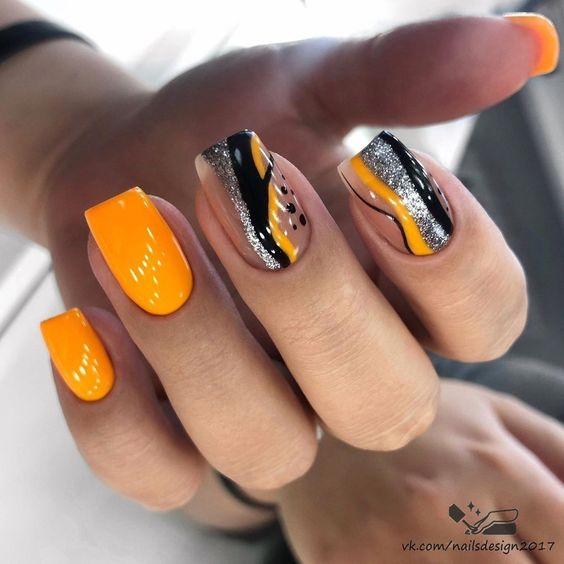 Pomarańczowy manicure z wzorkami