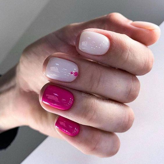 Naturalne różowe paznokcie