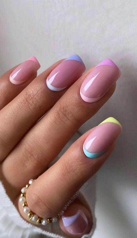 Paznokcie z kolorowym frenchem
