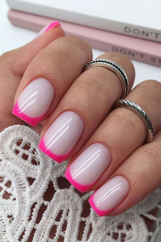 Paznokcie z różowym frenchem