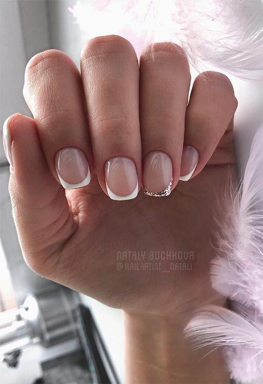 Manicure francuski z brokatem