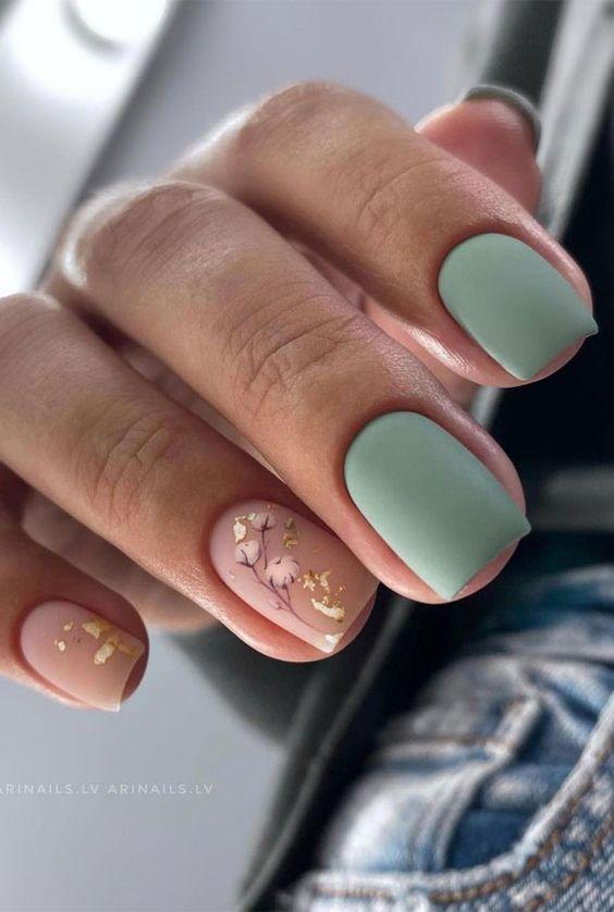 Matowe paznokcie na jesień w kolorze zielonym